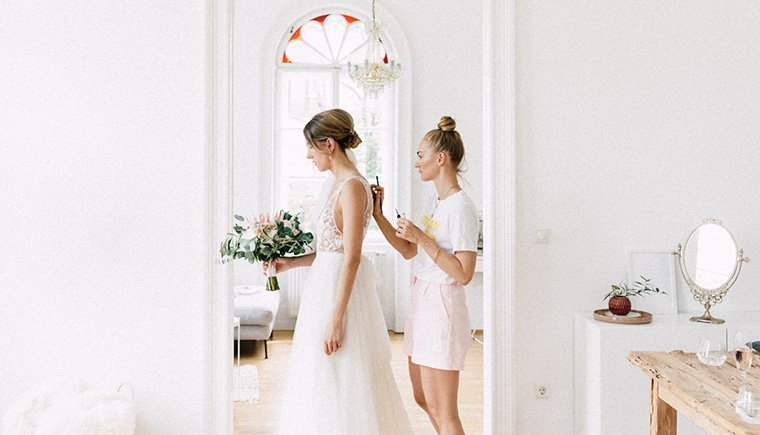 Emotional getting ready of a Bride by Julia Mühlbauer